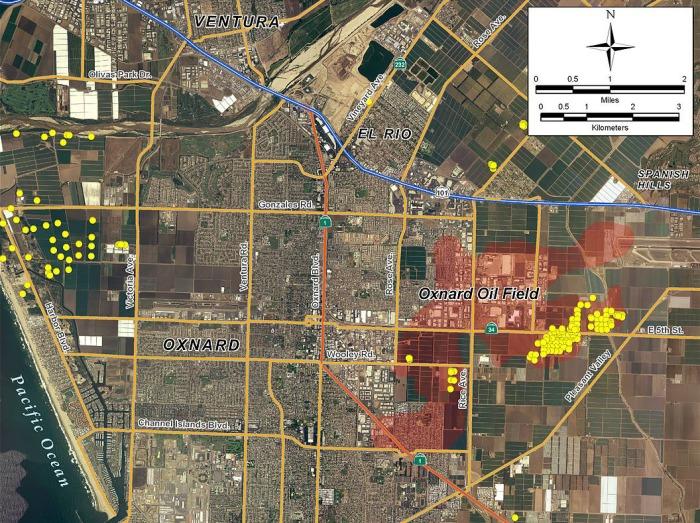 IMAGE CAPTION: Los puntos amarillos representan pozos de petróleo. (CC-BY-SA-3.0)